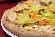 Pizza ai fiori di zucca, bufala e alici by Pizza.it School